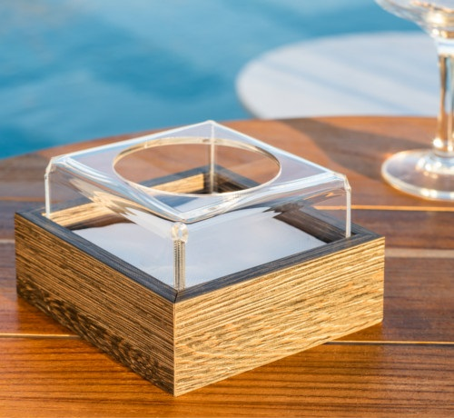 Closed napkin holder